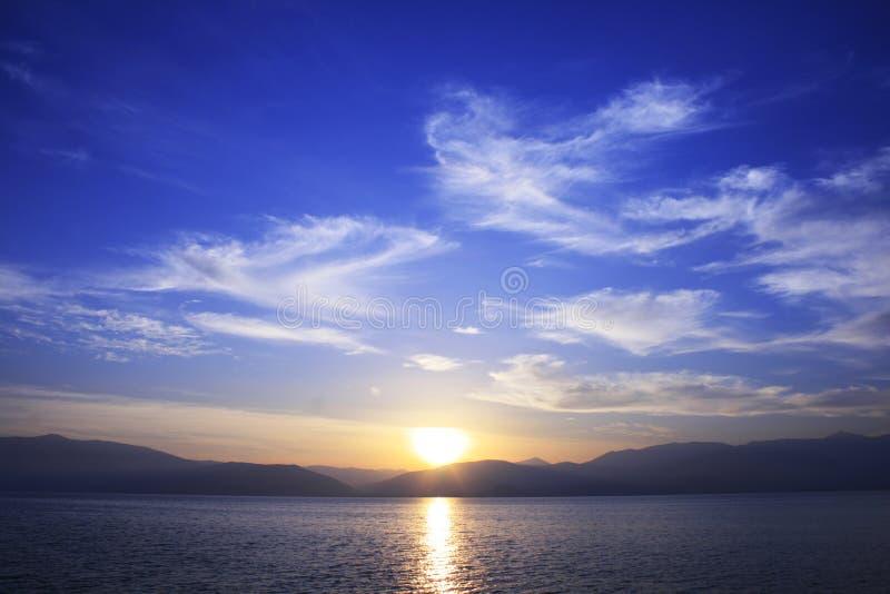Por do sol do inverno - Greece do sul imagens de stock royalty free