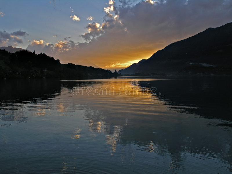 Download Por do sol do lago foto de stock. Imagem de switzerland - 531050