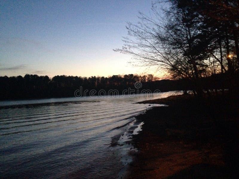 Por do sol do lago em Clemson, South Carolina imagem de stock