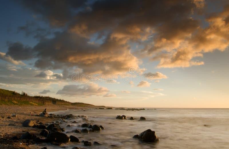 Por do sol do litoral do recife coral fotos de stock royalty free