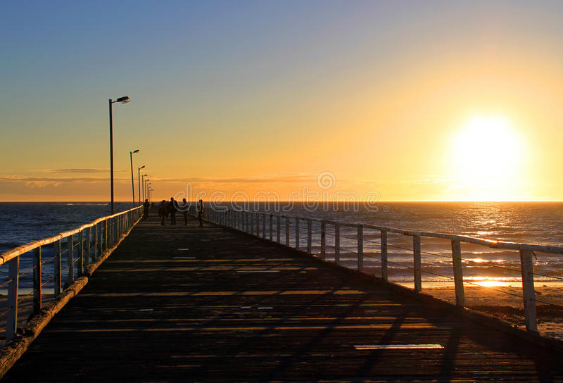 Por do sol do molhe do Semaphore, Adelaide, Austrália fotografia de stock