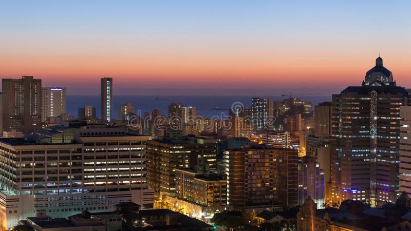 Por do sol do nascer do sol da arquitetura da cidade de Durban foto de stock