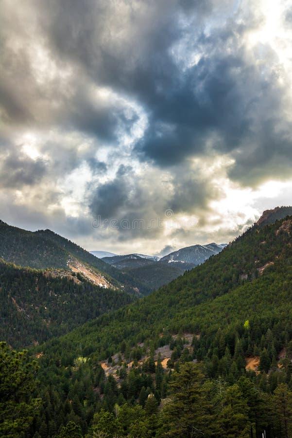 Por do sol do nascer do sol em Cheyenne Canyon Colorado Springs norte fotos de stock