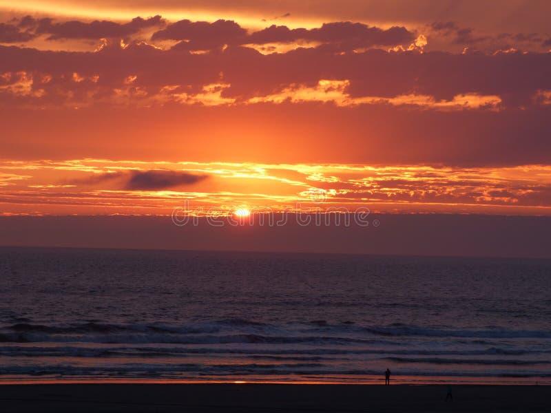 Por do sol do Oceano Pacífico fotos de stock royalty free