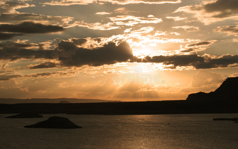 Por do sol do ouro contínuo fotografia de stock royalty free