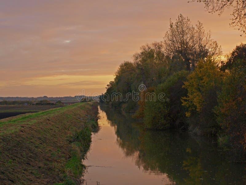 Por do sol do outono no grande projeto do Fen. fotografia de stock royalty free