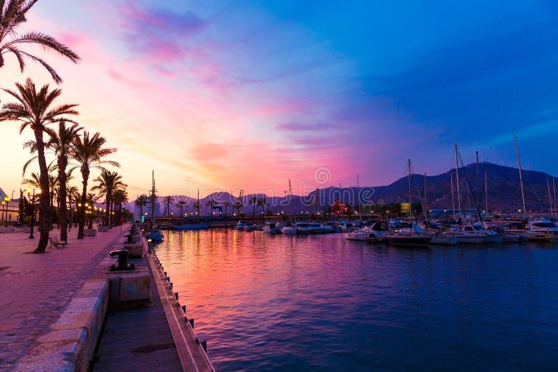 Por do sol do porto do porto de Cartagena Múrcia em spain fotos de stock