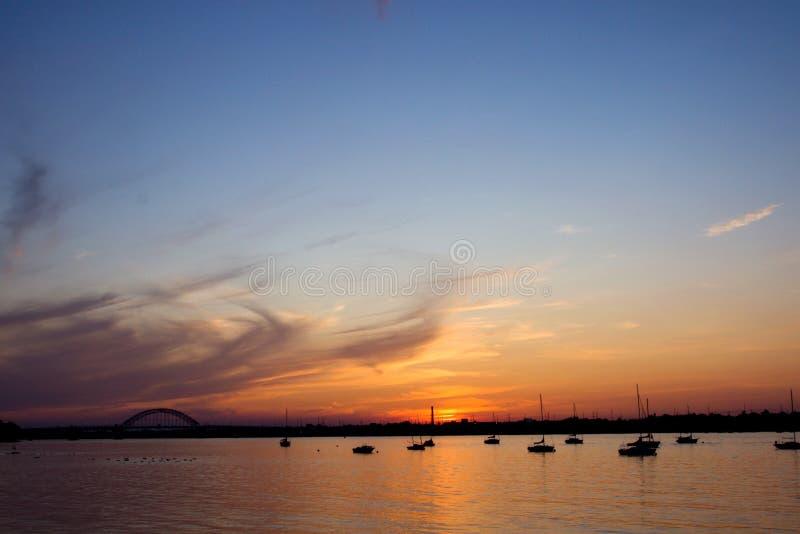 Por do sol do rio imagens de stock royalty free