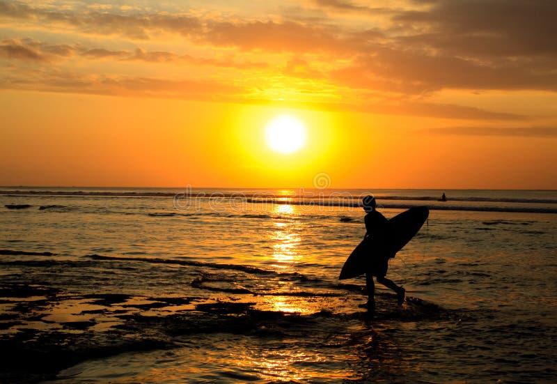 Por do sol do surfista fotografia de stock