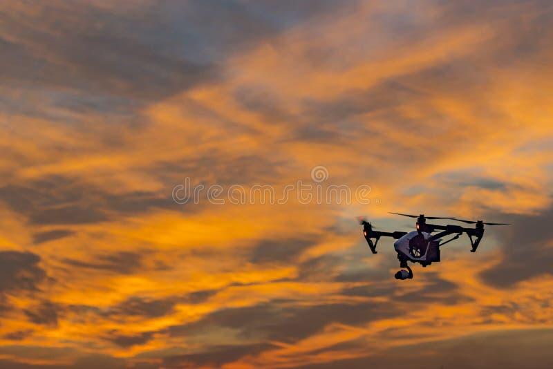 Por do sol do UAV do zangão da câmera imagens de stock