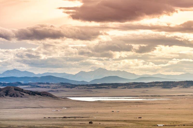 Por do sol do vale de Colorado - montanhas fotos de stock