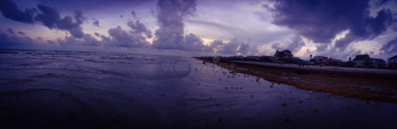 Por do sol do verão sobre a ilha de Galveston fotos de stock royalty free