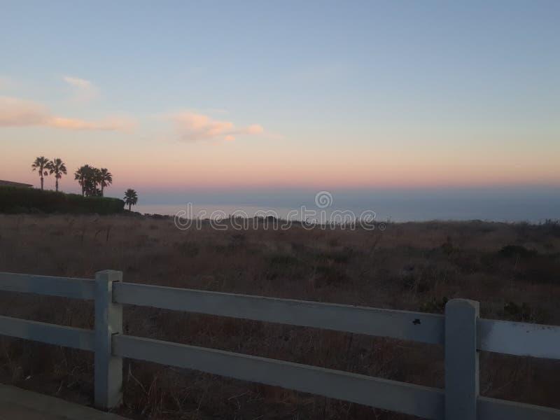 Por do sol dos penhascos de Malibu fotos de stock royalty free