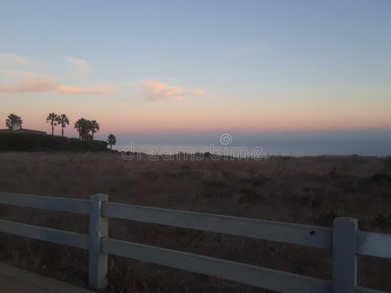 Por do sol dos penhascos de Malibu imagem de stock