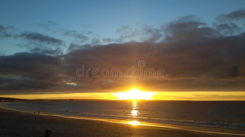 Por do sol dourado em Shelly Point South Africa fotos de stock royalty free