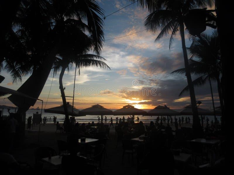 Por do sol dramático na praia fotografia de stock royalty free