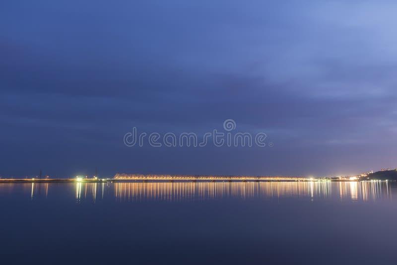 Download Por Do Sol Durante A Hora Azul Sobre O Rio Volga E A Ponte Presidencial, Situados Em Ulyanovsk Rússia Imagem de Stock - Imagem de presidente, hora: 80101233