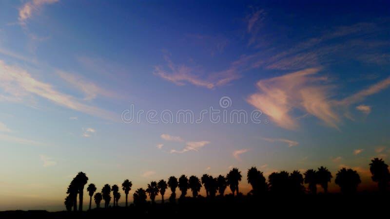 Por do sol e nuvens de Califórnia imagem de stock
