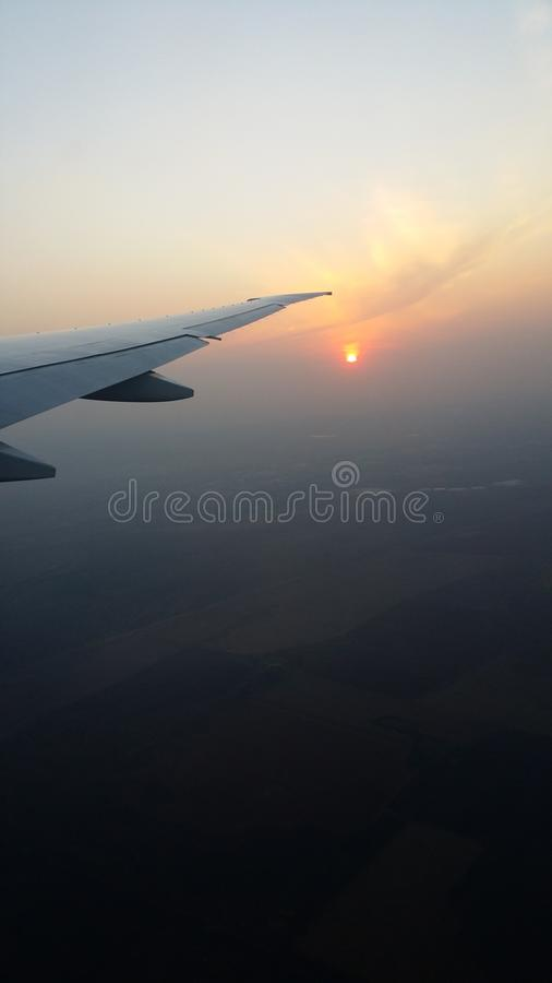 Por do sol em África do Sul no voo do delta dos EUA imagem de stock