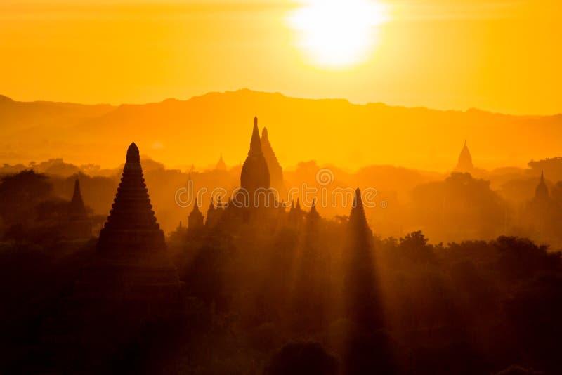Por do sol em Bagan foto de stock royalty free