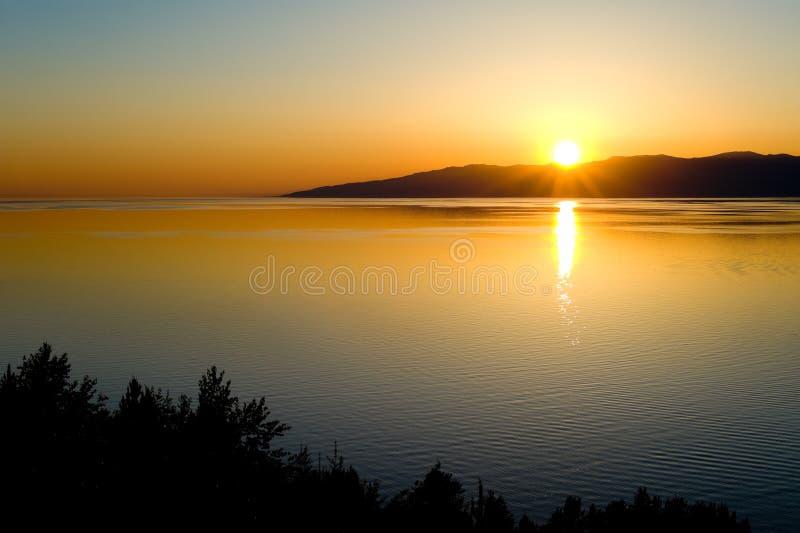 Por do sol em Baikal fotos de stock royalty free