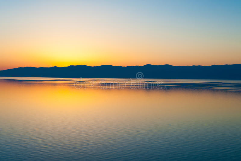 Por do sol em Baikal, Sibéria fotos de stock royalty free
