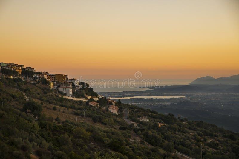 Por do sol em Baunei, Sardinia fotografia de stock royalty free