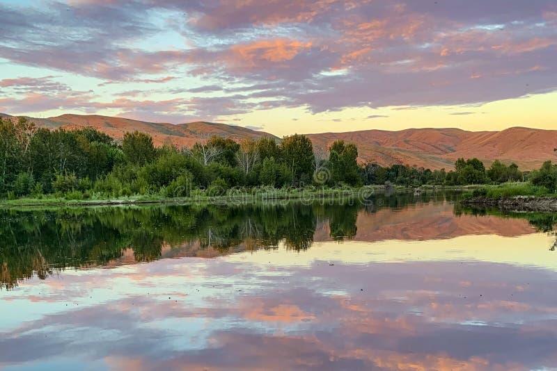 Por do sol em Boise River, Idaho fotografia de stock