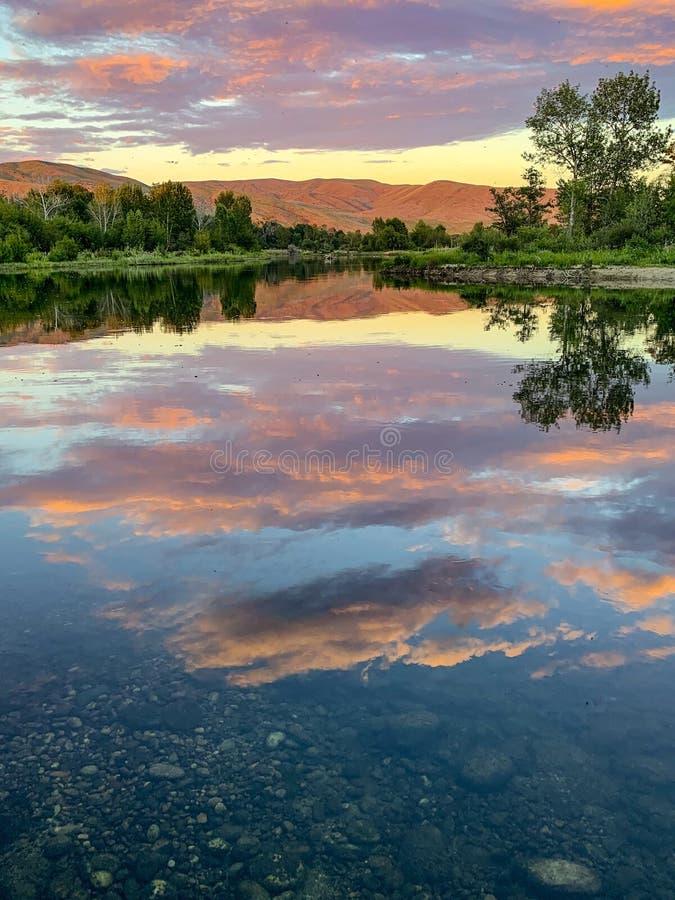 Por do sol em Boise River, Idaho fotos de stock