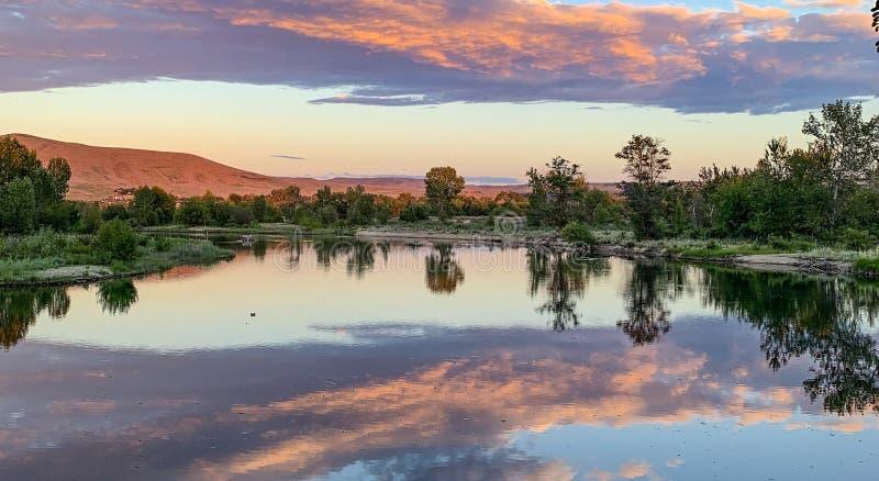 Por do sol em Boise River, Idaho foto de stock
