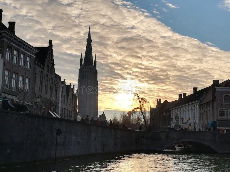 Por do sol em Bruges foto de stock