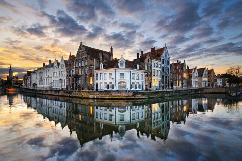 Por do sol em Bruges, Bélgica fotografia de stock