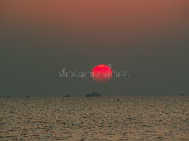 Por do sol em Cambodia fotografia de stock