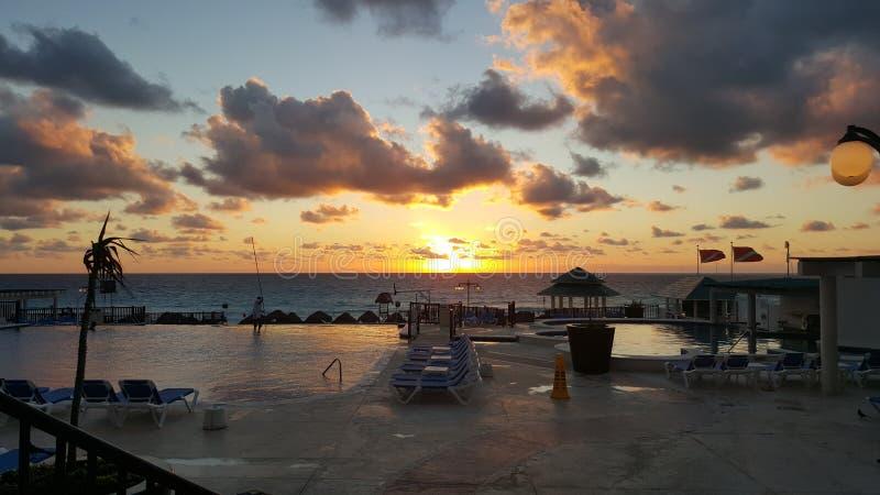 Por do sol em Cancun México foto de stock royalty free