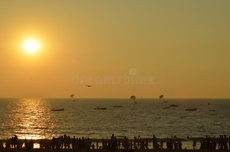Por do sol em costas de Goa imagens de stock