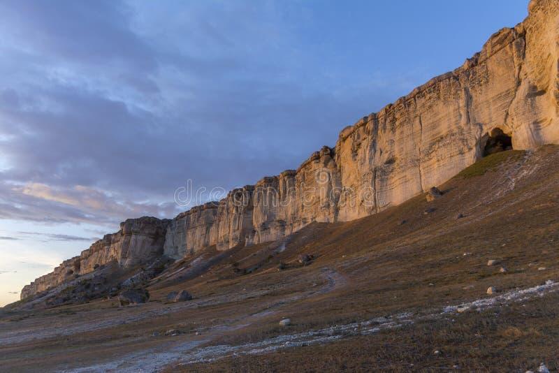 Por do sol em Crimeia Belaya Skala, Aq-Qaya, rocha branca imagens de stock
