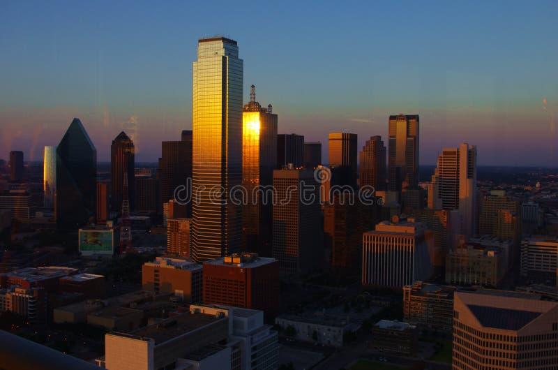 Por do sol em Dallas do centro imagens de stock royalty free