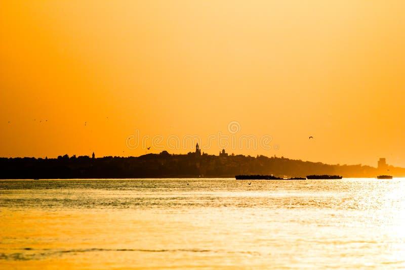 Por do sol em Danúbio fotos de stock