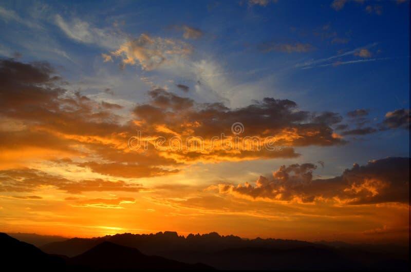 Por do sol em dolomites imagem de stock royalty free