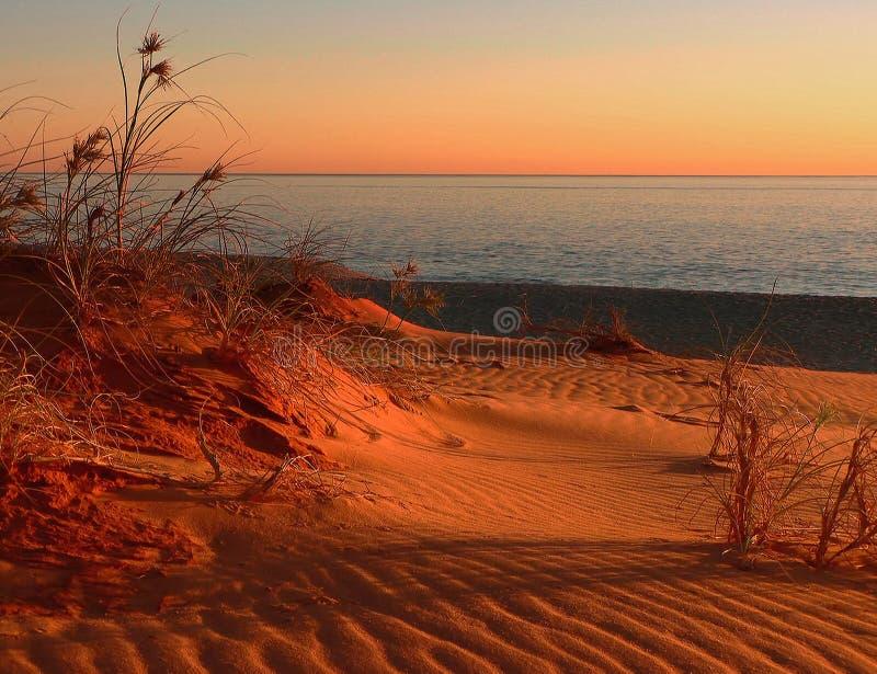 Por do sol em dunas fotografia de stock royalty free