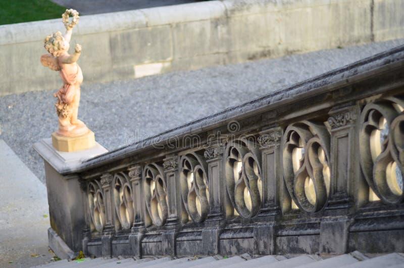 Por do sol em estátuas do terraço da propriedade de Biltmore, Asheville NC imagem de stock