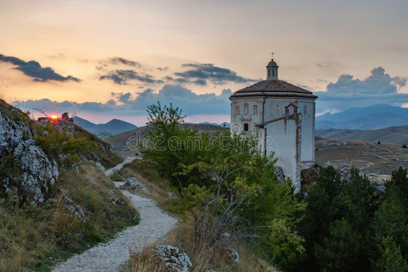 Por do sol em Gran Sasso - Rocca Calascio AQ fotografia de stock royalty free
