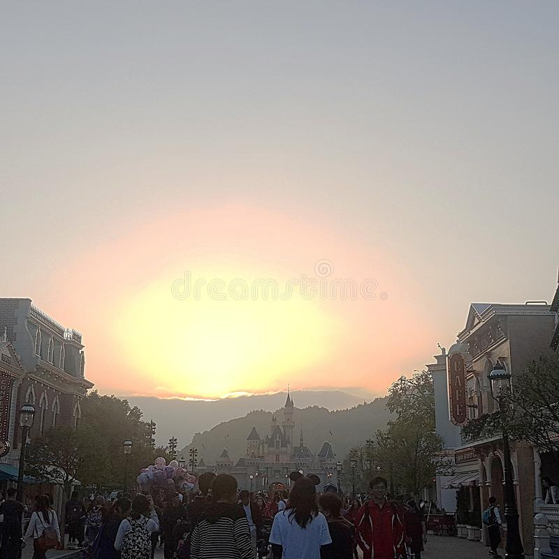 Por do sol em Hong Kong Disneyland fotografia de stock royalty free