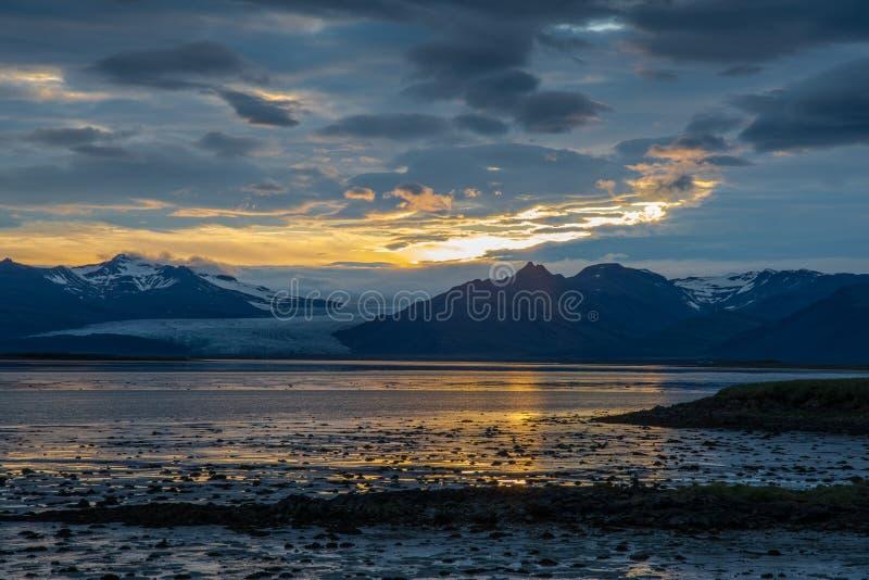 Por do sol em Hornafjordur em Islândia do sudeste imagem de stock royalty free