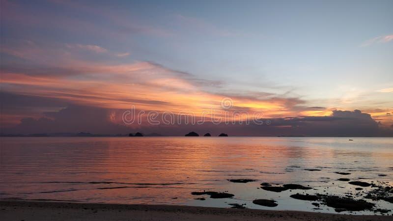 Por do sol em Koh Samui foto de stock royalty free