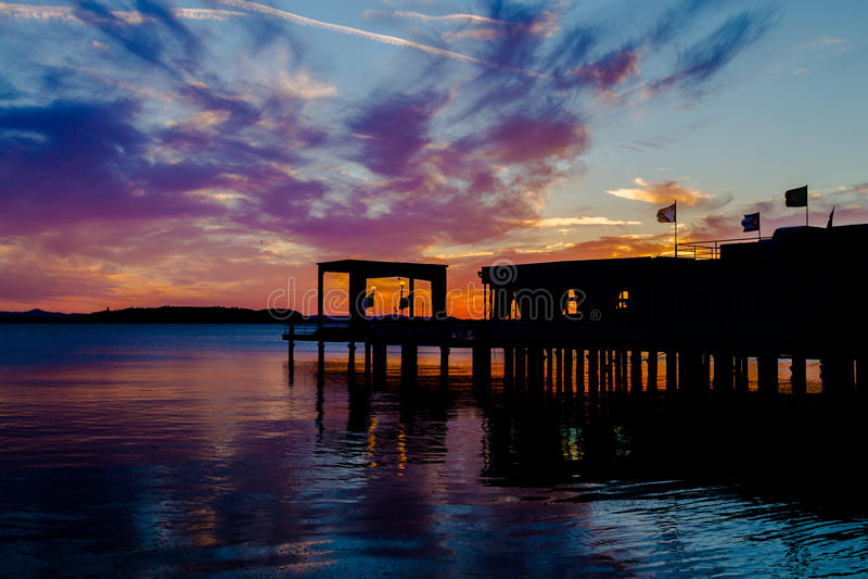 Por do sol em Lago Trasimeno fotografia de stock royalty free