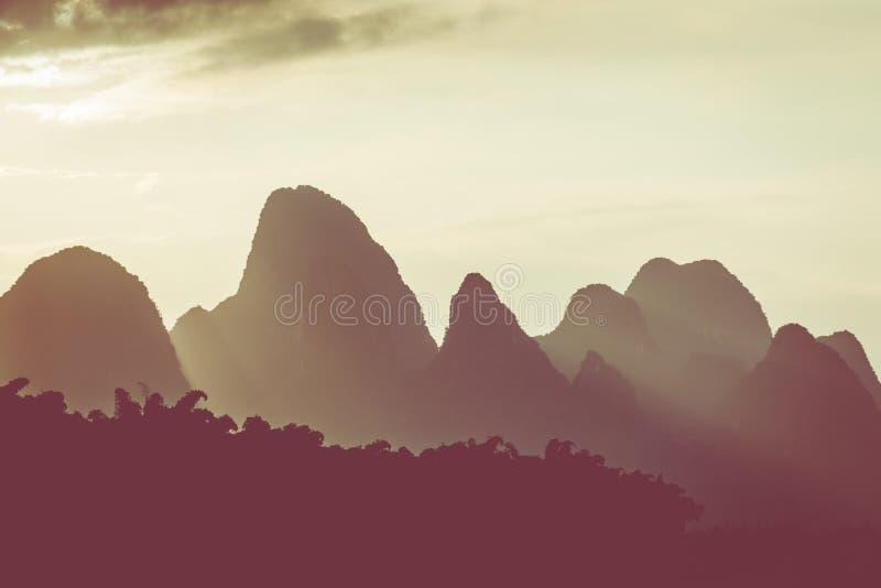 Por do sol em Li River, Xingping, Guilin, China Xingping é uma cidade fotografia de stock royalty free