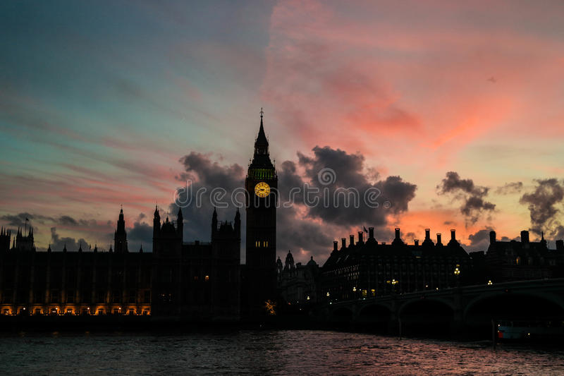 Por do sol em Londres foto de stock royalty free