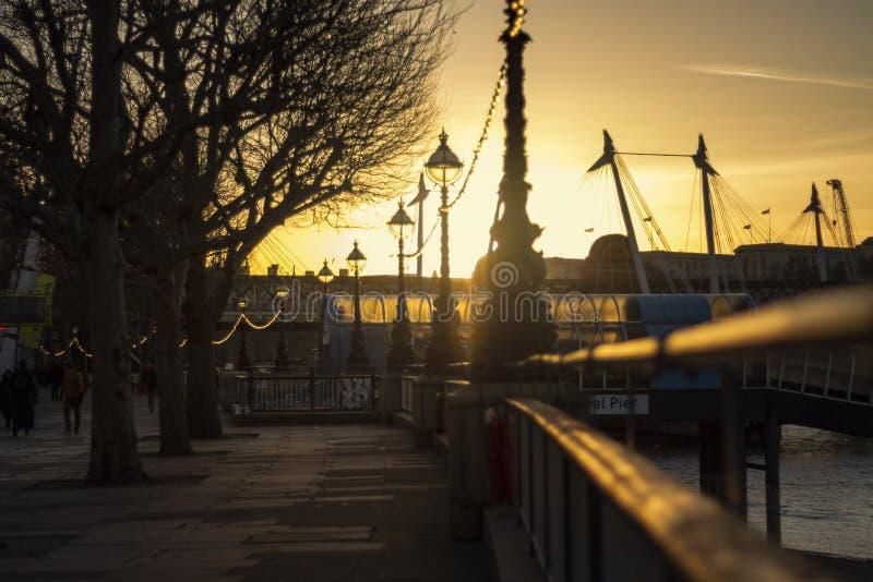 Por do sol em Londres imagem de stock