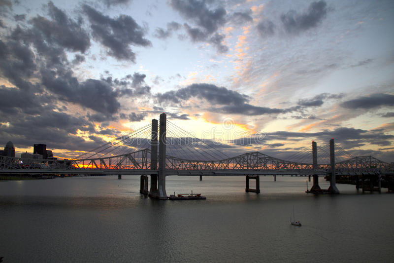 Por do sol em Louisville fotos de stock royalty free